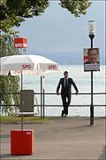 Die Gerhard Schröder Tour: Wahlkampfauftritt in Friedrichshafen. © Adrian Moser