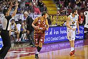 DESCRIZIONE : Venezia Lega A 2015-16 Umana Reyer Venezia - Vanoli Cremona<br /> GIOCATORE : Stefano Tonut<br /> CATEGORIA : Esultanza<br /> SQUADRA : Umana Reyer Venezia - Vanoli Cremona<br /> EVENTO : Campionato Lega A 2015-2016 <br /> GARA : Umana Reyer Venezia - Vanoli Cremona<br /> DATA : 25/10/2015<br /> SPORT : Pallacanestro <br /> AUTORE : Agenzia Ciamillo-Castoria/M.Gregolin<br /> Galleria : Lega Basket A 2015-2016  <br /> Fotonotizia :  Venezia Lega A 2015-16 Umana Reyer Venezia - Vanoli Cremona