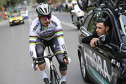 March 18, 2017 - San Remo, Italie - SANREMO, ITALY - MARCH 18 : SAGAN Peter (SVK) Rider of Team Bora - Hansgrohe talking to the team car during the UCI WorldTour 108th Milan - Sanremo cycling race with start in Milan and finish at the Via Roma in Sanremo on March 18, 2017 in Sanremo, Italy, 18/03/2017 (Credit Image: © Panoramic via ZUMA Press)