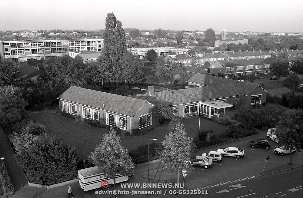 Lighthartcentrum aan de Phohistraat Huizen vanaf Phohiflat gezien