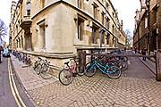Oxford 2009-03-07. Miasto w południowej Anglli głównie znane jako siedziba Uniwersytetu Oxfordzkiego. Skrzyżowanie ulic Brasenose i Turl.