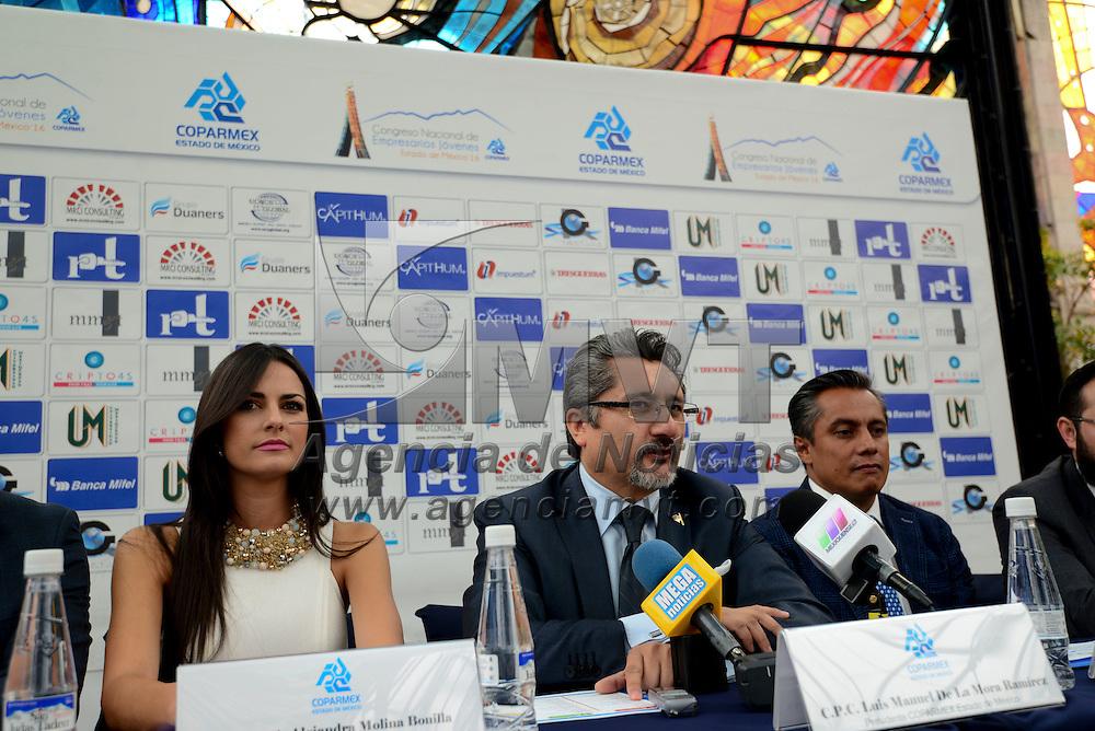 """Toluca, México (Abril 22, 2016).- Luis Manuel Mora, presidente estatal de COPARMEX, en conferencia de prensa  señaló que el resto del año podría ser """"muy bueno"""" en materia económica si los empresarios se unen a la iniciativa de abrir, por lo menos, una plaza laboral más en lo que resta del 2016.  Agencia MVT / Crisanta Espinosa"""