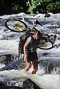 "IDE000514<br /> © S.Devenish<br /> Mike Horn ""Latitude 0¡"" : Crossing numerous rivers"