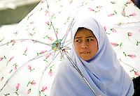 Jente under paraply, girl under an umbrella
