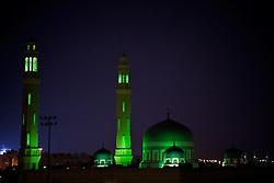 Abu Dhabi é a capital dos Emirados Árabes Unidos e também o maior de todos os Emirados com uma área de 67.340 quilômetros quadrados, equivalente a 86.7 % da área total do país, excluindo as ilhas. Tem um litoral que estende por mais de 400 quilômetros e é dividido para propósitos administrativos em três regiões principais. A primeira região cerca a cidade de Abu Dhabi que é o capital do emirado e a capital federal. FOTO: Jefferson Bernardes/Preview.com
