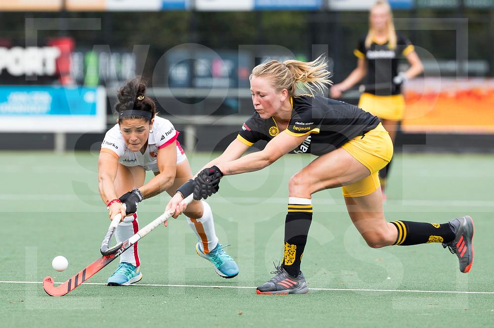DEN BOSCH - Ireen van den Assem (DBO) met Maria Jose Granatto (OR)   tijdens hoofdklasse hockey competitie dames , HC Den Bosch-Oranje Rood (0-1) . COPYRIGHT  KOEN SUYK