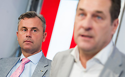 26.04.2016, Freiheitlicher Parlamentsklub, Wien, AUT, FPÖ, Pressekonferenz nach Sitzung des Bundesparteivorstands mit Thema Präsidentschaftswahl 2016. im Bild v.l.n.r. FPÖ-Präsidentschaftskandidat Norbert Hofer und Klubobmann FPÖ Heinz-Christian Strache // f.l.t.r. Candidate for Presidential Elections Norbert Hofer and Leader of the parliamentary group FPOe Heinz Christian Strache during press conference of the austrian freedom party according to the austrian presidential elections in Vienna, Austria on 2016/04/26. EXPA Pictures © 2016, PhotoCredit: EXPA/ Michael Gruber