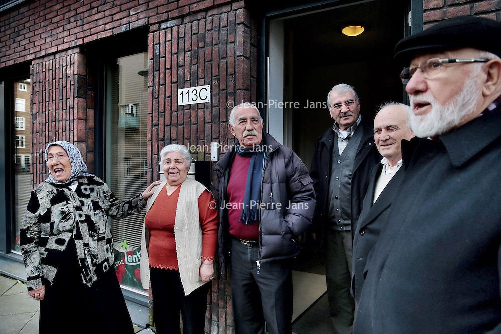 Nederland, Amsterdam , 30 maart 2015.<br /> De Turkse Woongroep Tweede Lente in Bos en Lommer.<br /> Een woongroep voor Turkse ouderen.<br /> Foto:Jean-Pierre Jans