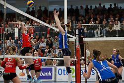 20170430 NED: Eredivisie, VC Sneek - Sliedrecht Sport: Sneek<br />Klaske Sikkes (10) of VC Sneek, Carlijn Ghijssen - Jans (10) of Sliedrecht Sport <br />©2017-FotoHoogendoorn.nl / Pim Waslander