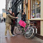 De 9 straatjes is de verzamelnaam voor de negen schilderachtige winkelsraatjes tussen Raadhuisstraat en Leidsestraat, op een paar minuten loopafstand van het Paleis op de Dam. Deze wijk met haar vele monumentale panden heeft de gezelligheid van het verleden behouden en gonst van het leven. De straatnamen herinneren  nog aan het ambacht van de leerbewerking en het geheel geeft en prachtig overzicht van de bouwstijlen binnen de Amsterdamse grachtengordel. Dit mooie stukje stad staat alom bekend als het meest boeiende winkelgebied van Amsterdam.