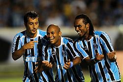 Douglas, Gabriel e Carlos Alberto comemoram gol na partida contra o Oriente Petrolero válida pela Copa Libertadores da América 2011, no estádio Olimpico, em Porto Alegre. FOTO: Jefferson Bernardes/Preview.com