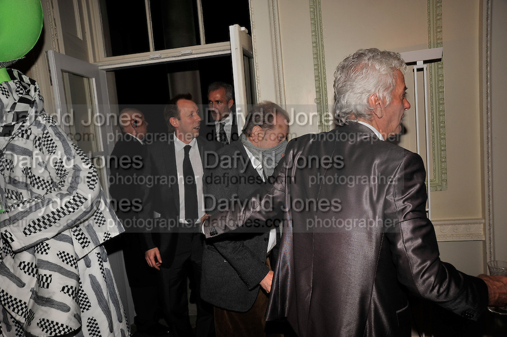 DAVID DAWSON; LUCIAN FREUD; NICKY HASLAM, Nicky Haslam party for Janet de Botton and to celebrate 25 years of his Design Company.  Parkstead House. Roehampton. London. 16 October 2008.  *** Local Caption *** -DO NOT ARCHIVE-© Copyright Photograph by Dafydd Jones. 248 Clapham Rd. London SW9 0PZ. Tel 0207 820 0771. www.dafjones.com.
