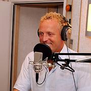 Ochtend radioshow Gordon bij Radio Noordzee, mengtafel,