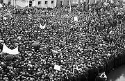 National Farmer's Association Deputation Sit-In at the Department of Agriculture. View of crowds surrounding the N.F.A. Deputation and watching developments..19.10.1966