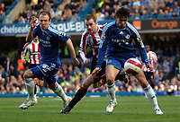 Photo: Tony Oudot.<br />Chelsea v Sheffield United. The Barclays Premiership. 17/03/2007.<br />Khalid Boulahrouz of Chelsea shields the ball from Alan Quinn of Sheffield United while Arjen Robben of Chelsea looks on
