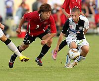 Fotball<br /> Østerrike<br /> 26.06.2010<br /> Foto: Gepa/Digitalsport<br /> NORWAY ONLY<br /> <br /> tipp3 Bundesliga powered by T-Mobile, J. League Division 1, IFCS, SK Sturm Graz vs Urawa Red Diamonds, Vorbereitungsspiel. <br /> <br /> Bild zeigt Takuya Nagata (Urawa) und Sandro Foda (Sturm).