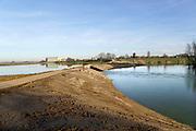 Nederland, Deest, 14-2-2019De herinrichting van het nieuwe natuurgebied de afferdense en deestse waarden nadert voltooiing. De uitgegraven geul met vertakkingen is gevuld met rivierwater . De drempel, regelwerk, het punt waar de oever doorgestoken is en die de nieuwe nevengeul van water voorziet is sinds enkele weken open . Boskalis is de uitvoerder van dit omvangrijke waterproject in het kader van ruimte voor de rivier .Foto: Flip Franssen