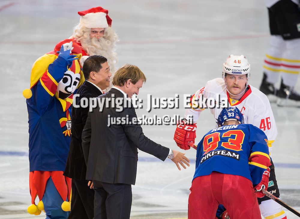 Aloituskiekko. Hjallis Harkimo, Janne Jalasvaara. Jokerit - Kunlun Redstar. Helsinki. 12.11.2016. Photo: Jussi Eskola