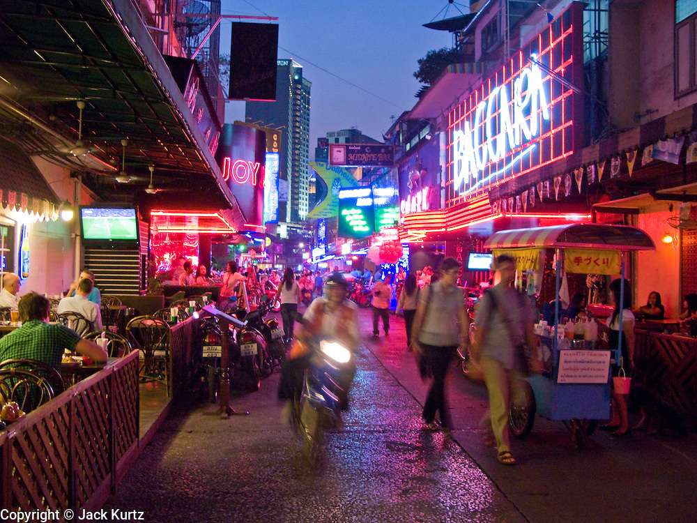 "29 FEBRUARY 2008 -- BANGKOK, THAILAND: Soi ""Cowboy"" one of the adult entertainment districts in Bangkok, Thailand.    Photo by Jack Kurtz/ZUMA Press"