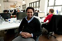2011, BERLIN/GERMANY:<br /> Jonathan Teklu, Geschaeftsfuehrer Springstar, in seinem Buero<br /> IMAGE: 20120104-01-045<br /> KEYWORDS: Start-up