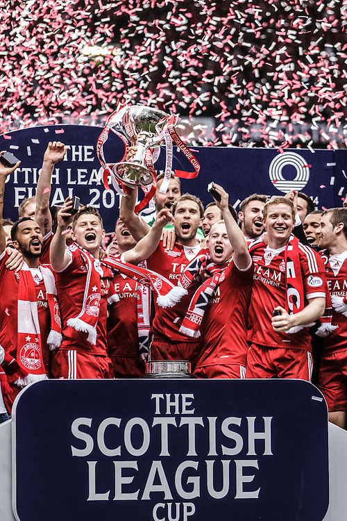 Scottish League Cup Final Aberdeen V Inverness CT at Parkhead on Sunday, 16th of March 2014, Aberdeen Scotland.<br /> Pictured: The Celebrate after winning the cup<br /> (Photo Ross Johnston/Newsline Scotland)