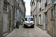 Frankrijk, Orleans, 1-9-2013Stadsbeeld van het centrum van de stad, stadscentrum. Ambulance in de oude binnenstad.Foto: Flip Franssen/Hollandse Hoogte