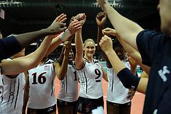 28-08-2010 VOLLEYBAL: WGP FINAL CHINA - USA: BEILUN NINGBO<br /> USA power beat China in straight sets / USA celebrate with Heather Bown, Destinee Hooker, Foluke Akinradewo and Stacy Sykora<br /> ©2010-WWW.FOTOHOOGENDOORN.NL