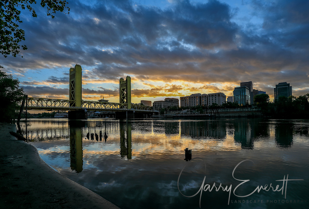 Sunrise Tower Bridge in Sacramento
