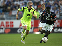 Fotball. Tippeligaen 2011.<br /> 01.10.2011<br /> Viking - Haugesund FK.<br /> Viking Stadion, Stavanger.<br /> Foto. Simon Rogers, Digital Sport.<br /> <br /> Viking: King Osei Gyan<br /> Haugesund: Alexander Toft Søderlund.