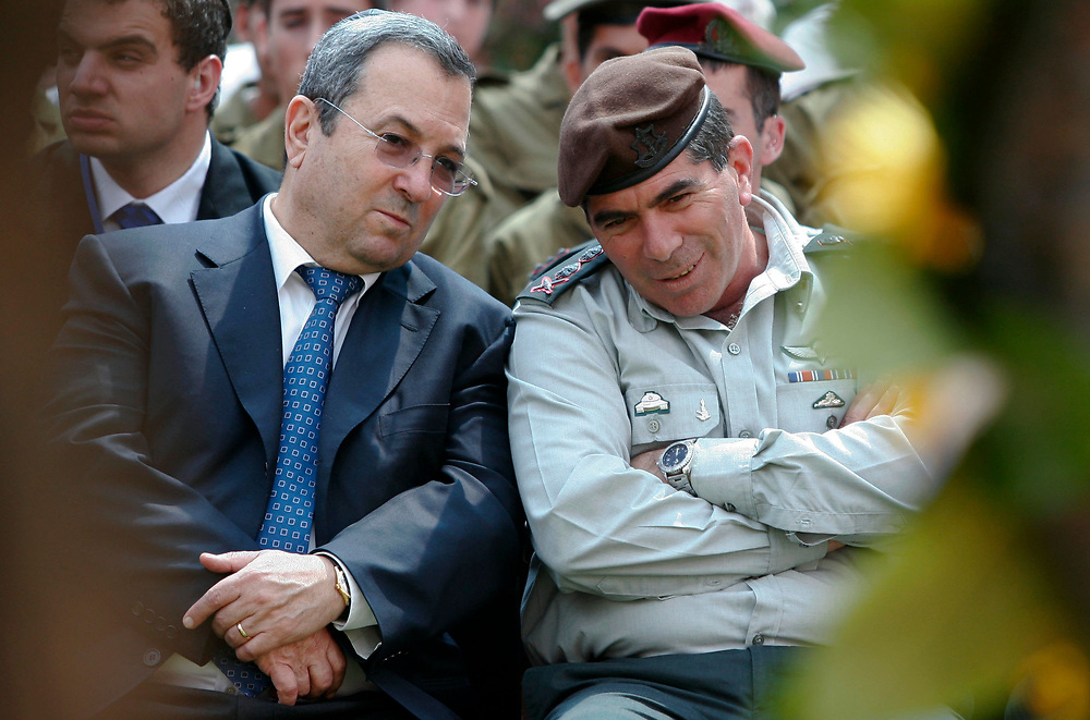 Israeli Defense Minister Ehud Barak (L) talks with IDF Chief of Staff Lieutenant-General Gabi Ashkenazi during the annual state memorial ceremony for IDF soldiers fallen during the Yom Kippur War at the Mt. Herzl military cemetery in Jerusalem, on September 23, 2007.