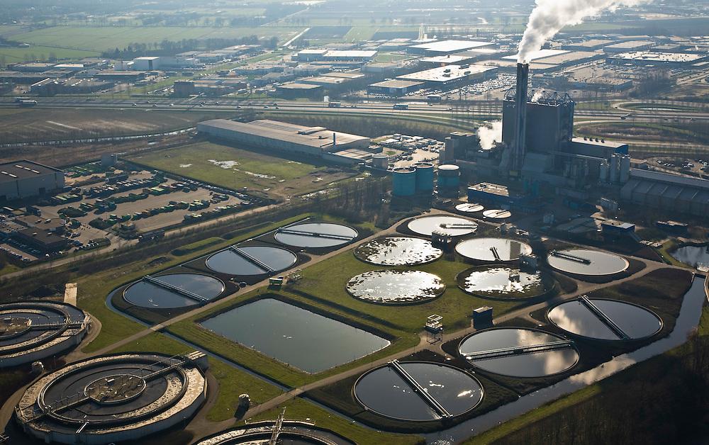 Nederland, Gelderland, Duiven, 11-02-2008; vuilverbrandingsinstallatie AVR AVIRA, vuilverbrandingsinstallatie in combinatie met energie centrale; ook rioolwateringszuivering (zuivering rioolwater, afvalwater); deel van afvalverwerkingsbedrijf AVR-AVIRA-Van Gansewinkel; AVR AVIRA incinerator, waste incineration plant in combination with power station and water sewage treatment (sewage treatment, sewage), part of site-AVR-Van AVIRA Gansewinkel;.warmtelevering, warmte levering, vuilverbranding, emissie, co2, kooldioxide, uitstoot, afvalverwerking, milieu, verbranding, recycling, hergebruik, afval, afvalverbranding, compostering, compost, energieterugwinning, afvalstoffen, hergebruik, AVIRA, NUON, AVR, Gansewinkel, heat, heat supply, waste, emission, co2, carbon dioxide, emissions, waste management, environment, burning, recycling, reuse, waste, waste incineration, composting, compost, energy, waste, recycling.luchtfoto (toeslag); aerial photo (additional fee required); .foto Siebe Swart / photo Siebe Swart