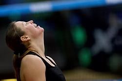 04-01-2015 NED: Open NK Indoor Beachvolleybal, Aalsmeer<br /> Elke Schuil-Wijnhoven en Mered de Vries winnen de finale NK Indoor Beachvolleybal / Elke Schuil-Wijnhoven