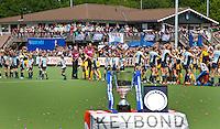 LAREN - Drukte op Laren zaterdag voor de Rabo hoofdklasse finalewedstrijd bij de vrouwen tussen Laren en Den Bosch. Den Bosch wint ook de tweede wedstrijd na shoot outs en de titel. Foto KOEN SUYK