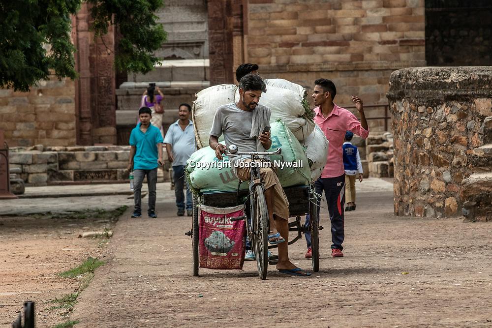 2019 09 26 Delhi India<br /> Qutab Minar är en minaret i den indiska huvudstaden Delhi,<br /> <br /> <br /> ----<br /> FOTO : JOACHIM NYWALL KOD 0708840825_1<br /> COPYRIGHT JOACHIM NYWALL<br /> <br /> ***BETALBILD***<br /> Redovisas till <br /> NYWALL MEDIA AB<br /> Strandgatan 30<br /> 461 31 Trollhättan<br /> Prislista enl BLF , om inget annat avtalas.