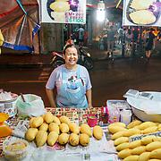 NLD/Bangkok/20180713 - Vakantie Thailand 2018, openbaar verkoop voedsel in de avond in Bangkok