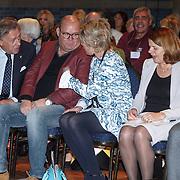 NLD/Amsterdam/20160121 - Uitreiking Taalhelden prijzen 2016 door Prinses Laurentien, Prinses Laurentien in gesprek met Paul de Leeuw