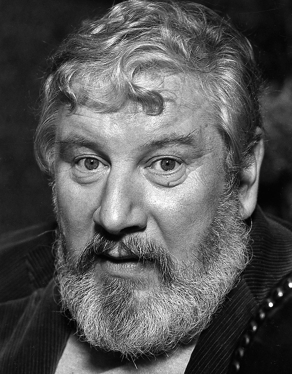 Actor Peter Ustinov photographed on the set of the film 'Purple Taxi' in Southern Ireland in November 1976.<br /> Photographed by Terry Fincher