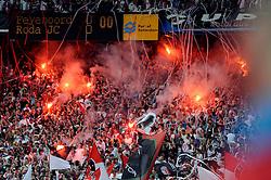 27-04-2008 VOETBAL: KNVB BEKERFINALE FEYENOORD - RODA JC: ROTTERDAM <br /> Feyenoord wint de KNVB beker - Publiek support<br /> ©2008-WWW.FOTOHOOGENDOORN.NL
