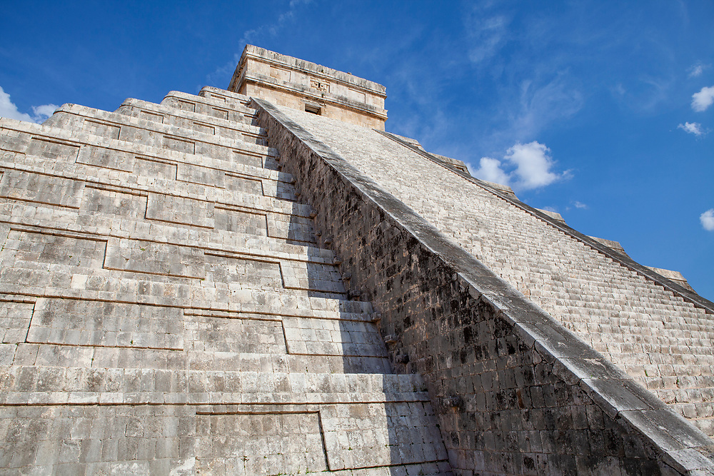 """El Castillo, also known as the Temple of Kukulcan, the """"World Wonder"""" in Chichen Itza archaeological site, Mexico"""