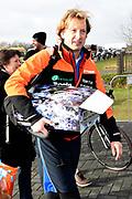 De Hollandse 100 op FlevOnice, een sportief evenement ter ondersteuning van onderzoek naar lymfeklierkanker. Een oer-Hollandse duatlon bestaande uit twee onderdelen: schaatsen en fietsen. <br /> <br /> The Dutch 100 on FlevOnice, a sporting event to support research into lymphoma. A traditional Dutch duathlon consisting of two components: skating and cycling.<br /> <br /> Op de foto:  Prins Floris