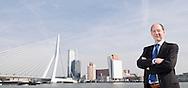 Nederland, Rotterdam, 20100922..Bergamin & Gielink pensioenrechtadvies B.V..Eric Bergamin.Skyline van Rotterdam met de Erasmusbrug, de zwaan