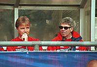 99041427: Vålerengas trenerteam, Lars Tjærnås og Egil Drillo Olsen, under kampen mot Bodø/Glimt på Bislett 10. april 1999. (Foto: Peter Tubaas)