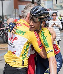 08.07.2017, Wels, AUT, Ö-Tour, Österreich Radrundfahrt 2017, 6. Etappe von St. Johann/Alpendorf nach Wels (203,9 km), im Bild Vater Ernst Denifl gratuliert Stefan Denifl (AUT, Team Aqua Blue Sport) im gelben Trikot // Stefan Denifl of Austria (Aqua Blue Sport) in the yellow jersey during the 6th stage from St. Johann/Alpendorf to Wels (203,9 km) of 2017 Tour of Austria. Wels, Austria on 2017/07/08. EXPA Pictures © 2017, PhotoCredit: EXPA/ Reinhard Eisenbauer