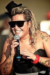 Tatiana Portella, vocalista da banda Chimarruts durante a sua apresentação dentro de concerto cantora colombiana Shakira em Porto Alegre, Brasil, em 15 de março de 2011. FOTO: Jefferson Bernardes/Preview.com