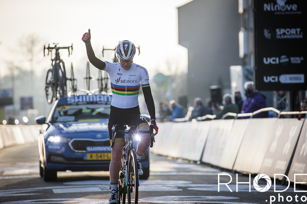 World Champion Anna van der Breggen (NED/SD Worx) solo to victory<br /> <br /> 13th Women's Omloop Het Nieuwsblad 2021 <br /> 1 Day Race: Gent – Ninove 124km<br /> <br /> ©Rhode.Photo