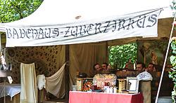 THEMENBILD - die Männer sitzen in einem Holzbottich in einem mittelalterliche Badehaus während des Kapruner Burgfestes. Seit über zwei Jahrzehnten verwandeln beim zweitägigen Burgfest einige hundert Aktive das Areal rund um die Burg Kaprun zu einer erlebbaren Zeitreise ins Mittelalter, aufgenommen am 22. Juli 2017 in Kaprun, Österreich // The men sit in a wooden tunic in a medieval bathhouse during the Kaprun Castle Festival. For more than two decades, a few hundred active People have turned the area around Kaprun Castle into an eventful time journey into the Middle Ages, Kaprun, Austria on 2017/07/22. EXPA Pictures © 2017, PhotoCredit: EXPA/ Stefanie Oberhauser