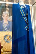 Ingehuldigd! De Oranjes en De Nieuwe Kerk. In de Nieuwe Kerk Amsterdam is een eenmalige tentoonstelling over de koninklijke inhuldigingen. Precies honderd dagen lang staan in de kerk de feestelijke en plechtige inhuldigingen van zeven generaties Oranjes centraal. Van de koningen Willem I, II en III, de koninginnen Wilhelmina, Juliana en Beatrix tot en met koning Willem-Alexander.<br /> <br /> Inaugurated! The Orange and New Church. In the New Church Amsterdam is a one-time exhibition on the royal investitures. Exactly one hundred days in the Church the festive and solemn inaugurations of seven generations of Orange Central. The kings William I, II and III, the queens Wilhelmina, Juliana and Beatrix to King Willem-Alexander.<br /> <br /> Op de foto / On the photo:  de jurk van koningin Máxima van coutierJan Taminiau /  the dress of Queen Máxima of  coutierJan Taminiau
