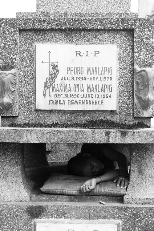 To keep out of rain and cold, they sleep between stone coffins. In harsh winter, they sleep even in a coffin.
