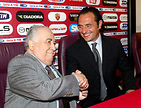 A.S. Roma's new coach Cesare Prandelli (R) shakes hands with his president Franco Sensi at the Trigoria training ground on the outskirts of Rome June 1, 2004. AS Roma have appointed Parma's Cesare Prandelli as their new coach replacing Fabio Capello who walked out to join Juventus on Friday<br /> NORWAY ONLY