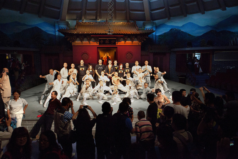 The Shaolin Monks and Si-Fu's students pose for the tourists on the stage.